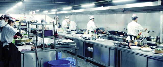 Eco friendly commercial kitchen through equipment mise for Traditional kitchen equipments