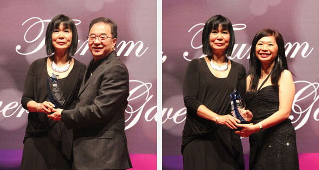 Head of SHTCA, Ms Kitty Lee presenting a token of appreciation to Dato'Teo Chiang Quan, the Executive Chairman of KDU University College and Datin Teh Geok Lian, the CEO of KDU Education Group.